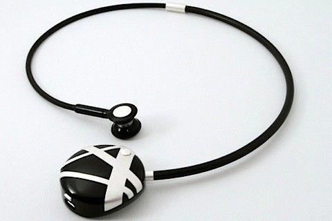 Novero bluetooth pendant necklace