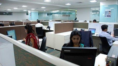 Hr-avdelningen är det vi får fotografera. It-arbetsplatserna ser dock precis likadana ut. Bås.