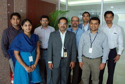 Från vänster till höger: Pramod Chandrashekaraiah (seniorutvecklare), Selvapriya Nachimuthu (lösningsarkitekt), Madhusudhan Amireddi (service delivery manager), Srikanth Aripirala (senior service delivery manager), Pramod Gururaj (projektledare), Sumit Kumar Katre (seniorutvecklare), Sugandh Mallesh (technical lead).