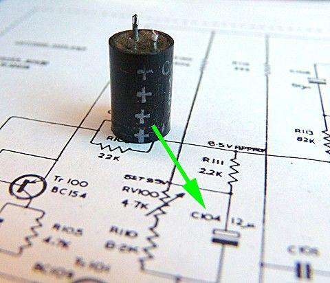 Hur ansluter jag min kondensator till min förstärkare