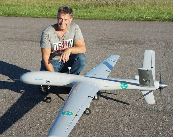 Ronny bygger inte bara multicoptrar, hans favorit är en UAV 3000.