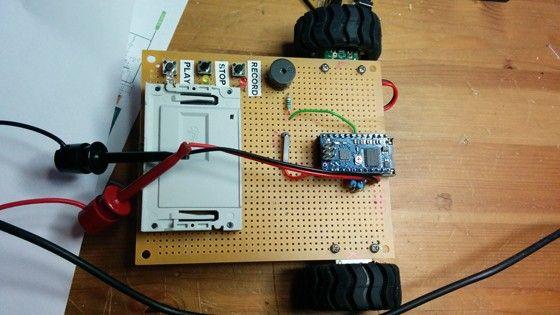 Exklusiv bild på Jonas Jarvolls senaste robotprojekt. Det ska bli en robot riktad mot barn där programmeringen sker med hjälp av smartcards. Det är, till att börja med, egentligen främst för att testa konceptet med programmeringen.
