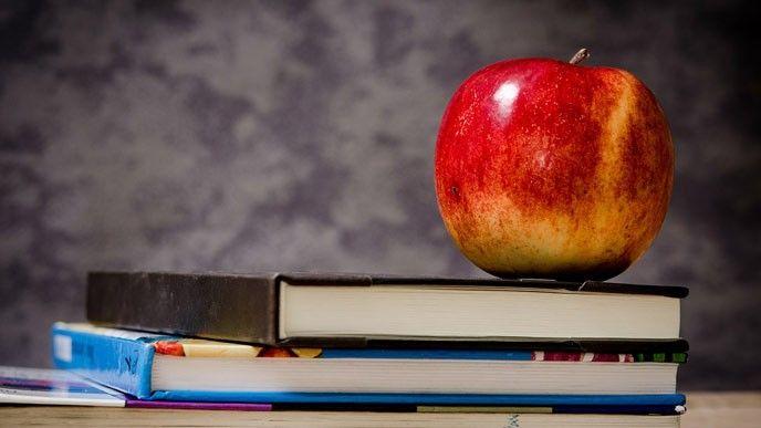 Äpple på bok