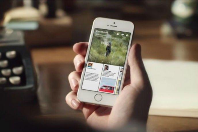 Telefon med Facebook paper