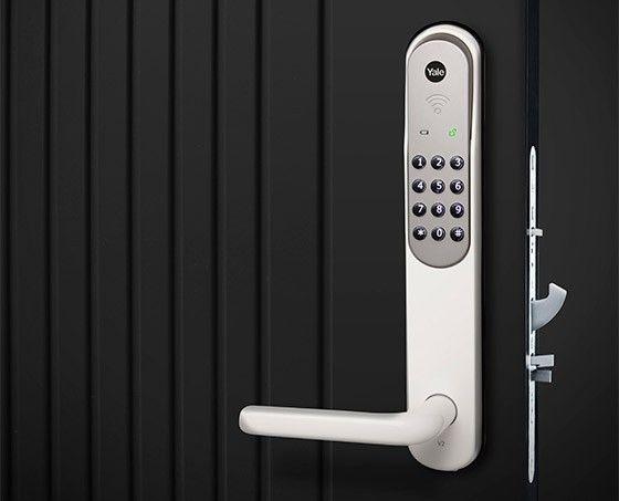 Godkänt. Yale Doorman är det enda smarta lås som är godkänt av Stöldskyddsföreningen – men bara utan fjärrstyrning.