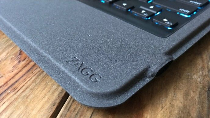 Zagg Rugged Messenger