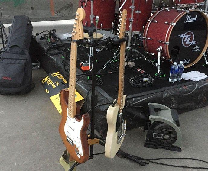 Nytt gitarrställ med plats för 3 instrument