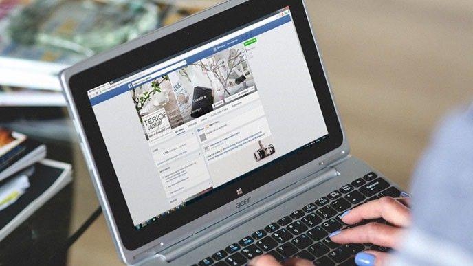 Facebook på en laptop