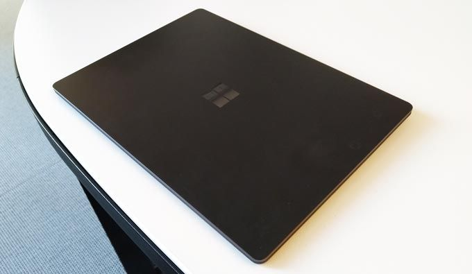 Surface Laptop 2 stängd