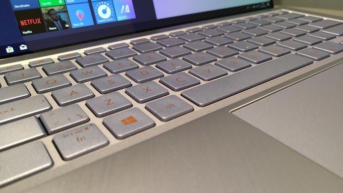 Asus Zenbook S13 UX392FN tangentbord