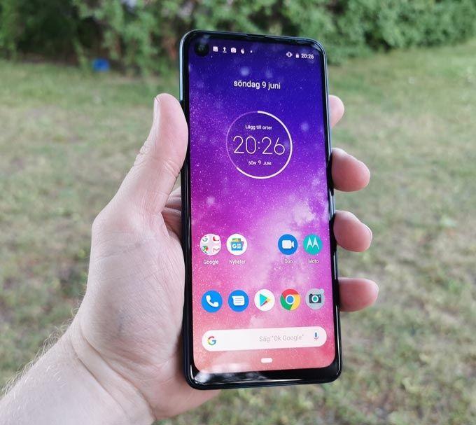Motorola One Vision framsida