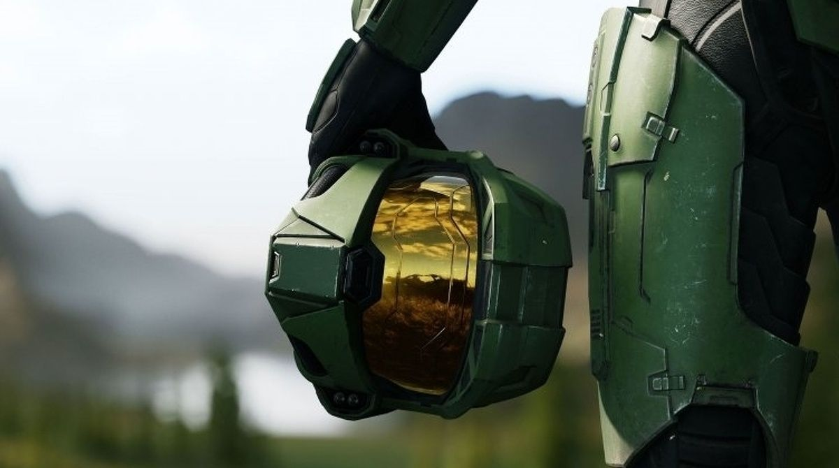 Halo Infinite Master Chief with helmet in hand