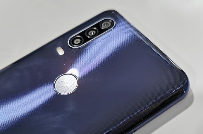 Motorola One Action baksida