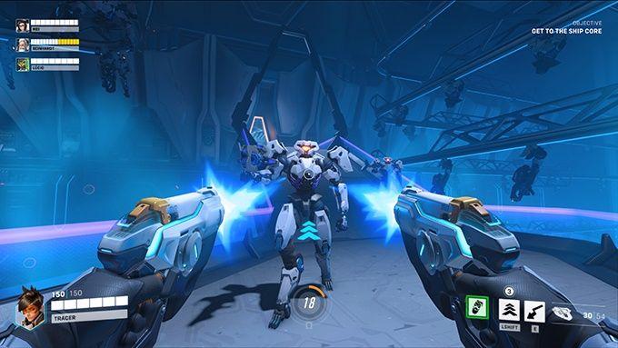 Skjuter en fiende i Overwatch 2