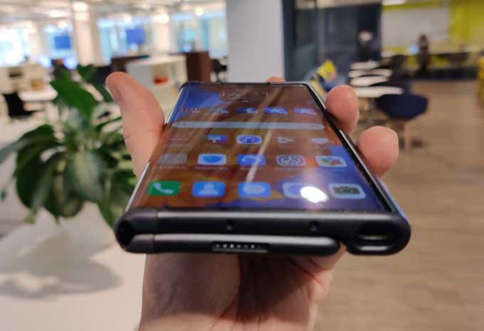 Huawei Mate Xs nederkant