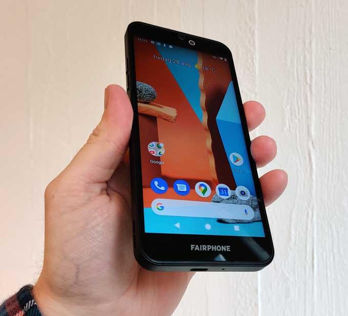 Fairphone 3 Plus i handen