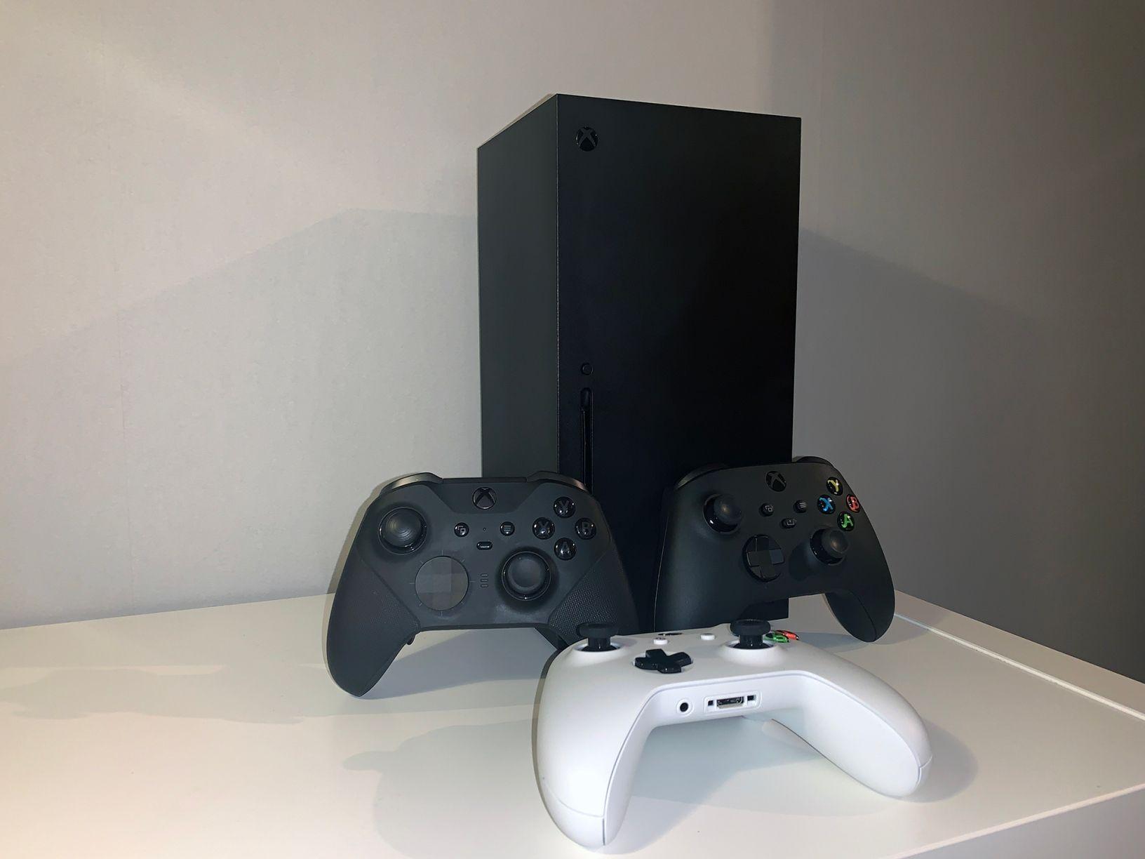 Xbox Series X plus kontroller