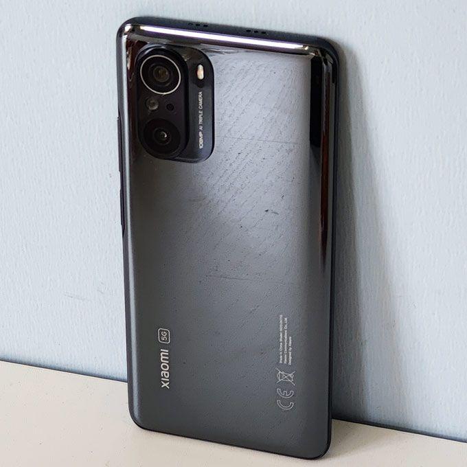 Xiaomi Mi 11i baksida.