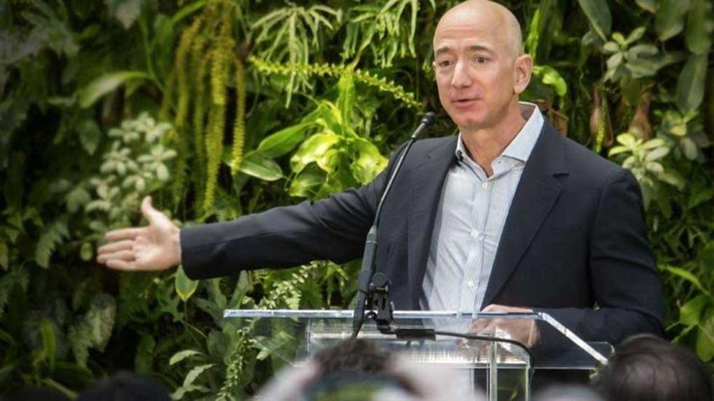 Jeff Bezos rymdbolag överklagar Nasas nya kontrakt med Elon Musks Spacex