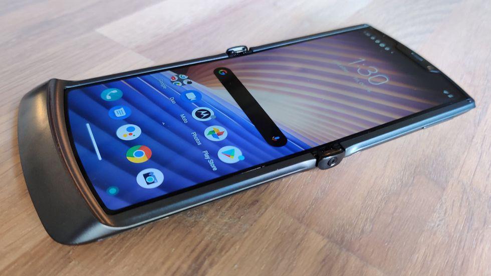 Nu får Motorolas första vikbara Razr äntligen Android 11