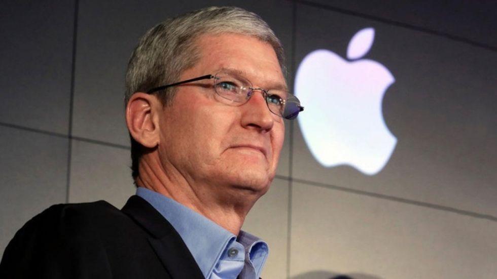 Tim Cook säljer och skänker Apple-aktier – för 6,5 miljarder kronor
