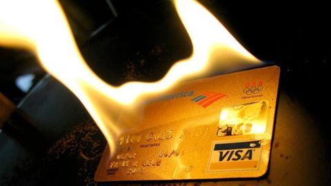brinnande Visa-kort