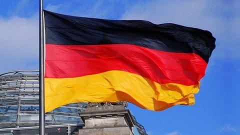 Tysk flagga utanför Reichstag