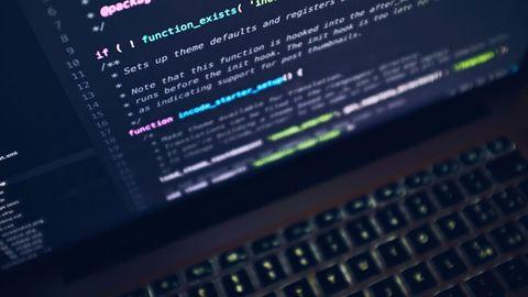 Programkod på skärmen