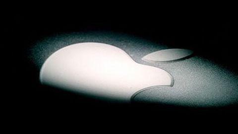 Apple-logga med spotlight i mörker