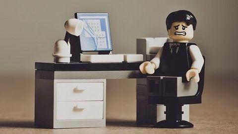 """Legogubbe med uttrycket """"ajdå!"""""""