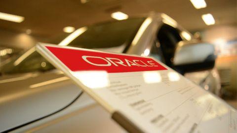 Oracle-logo hos bilhandlare (bilden är ett montage)