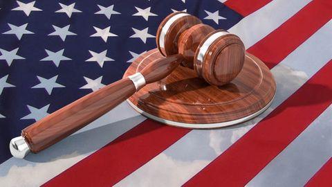 Amerikansk flagga och domarklubba