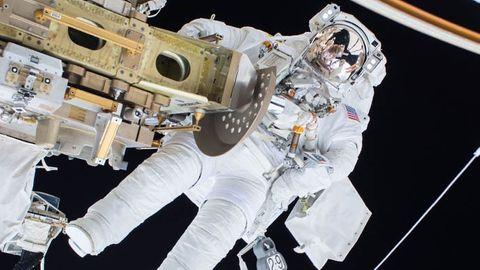 Astronaut på rymdpromenad