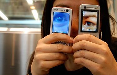 Kul bild som illustrerar at mobilen är het i Japan