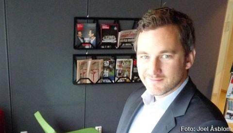 Palmsecure identifierar användarens vener i händerna. Fredrik Söder, affärsutvecklare på Fujitsu, demonstrerar systemet för CS reporter.