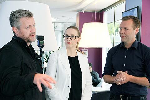 Från höger: Konrad Bergström, medgrundare till Zound, vd:n Pernilla Ekman och Teliasoneras vd Johan Dennelind.