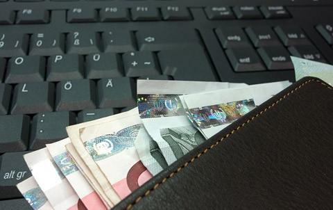 plånbok på tangentbord