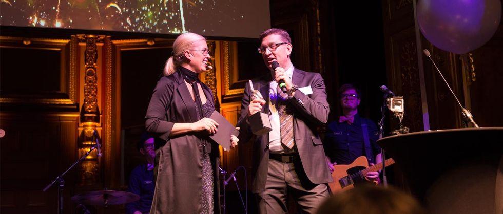 Mats Hultin tar emot Årets CIO-priset på CIO Awards 2015 på Berns av Accenture.