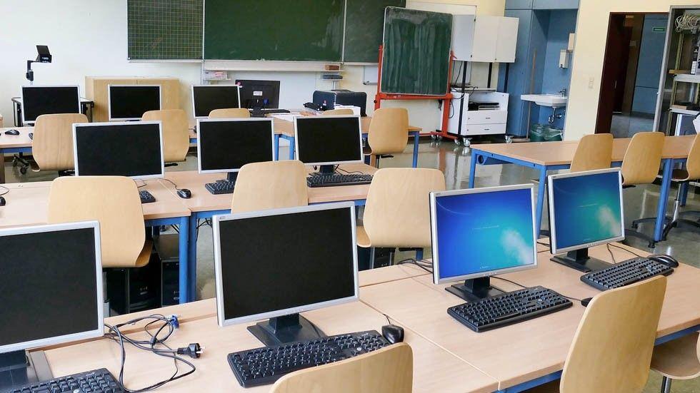 Klassrum med datorer