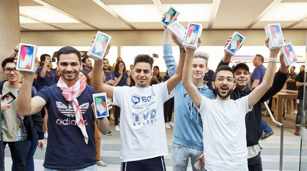 Iphone X-köpare jublar vid lanseringen i Sydney, Australien