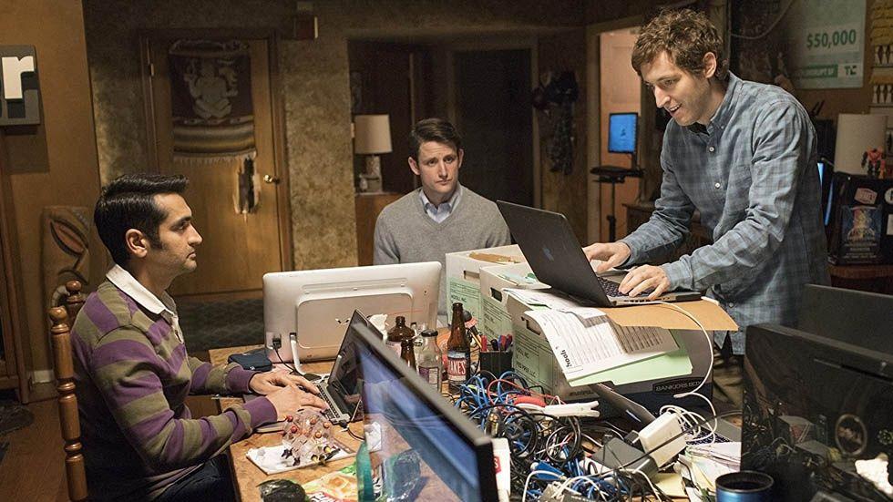 "Kumail Nanjiani, Zach Woods och Thomas Middleditch som Dinesh, Jared och Richard Hendricks i HBO-serien \""Silicon Valley\""."