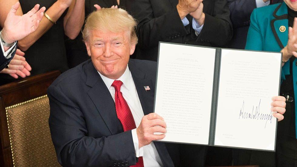 Donald Trump med presidentorder