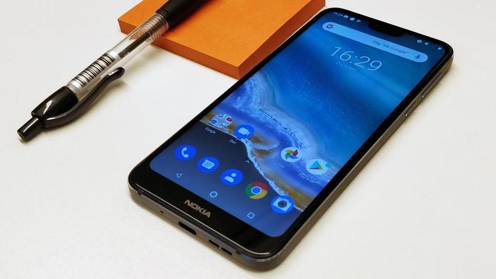Nokia utmanar iphone med billig pekmobil