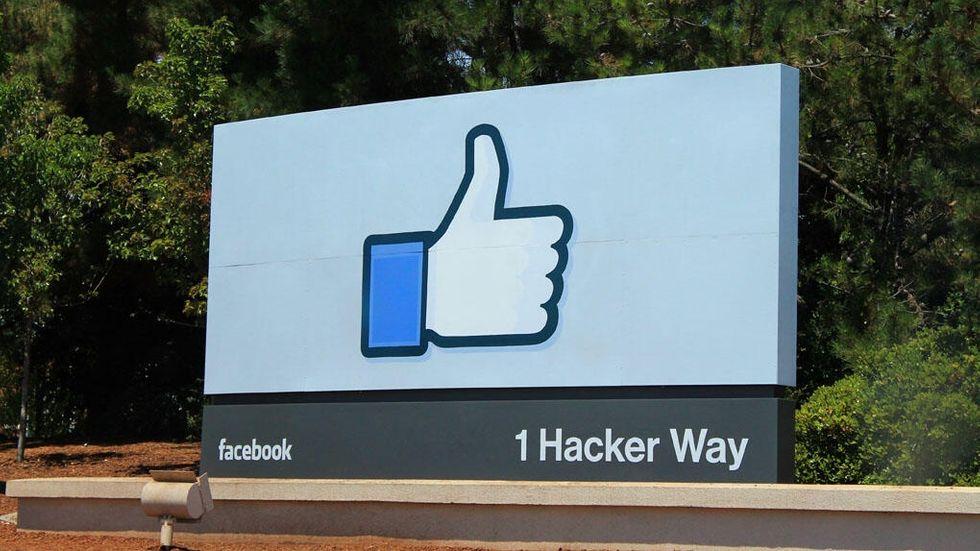 Facebook tumme upp