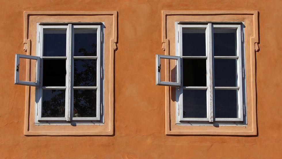 kan man bli brun genom ett fönster