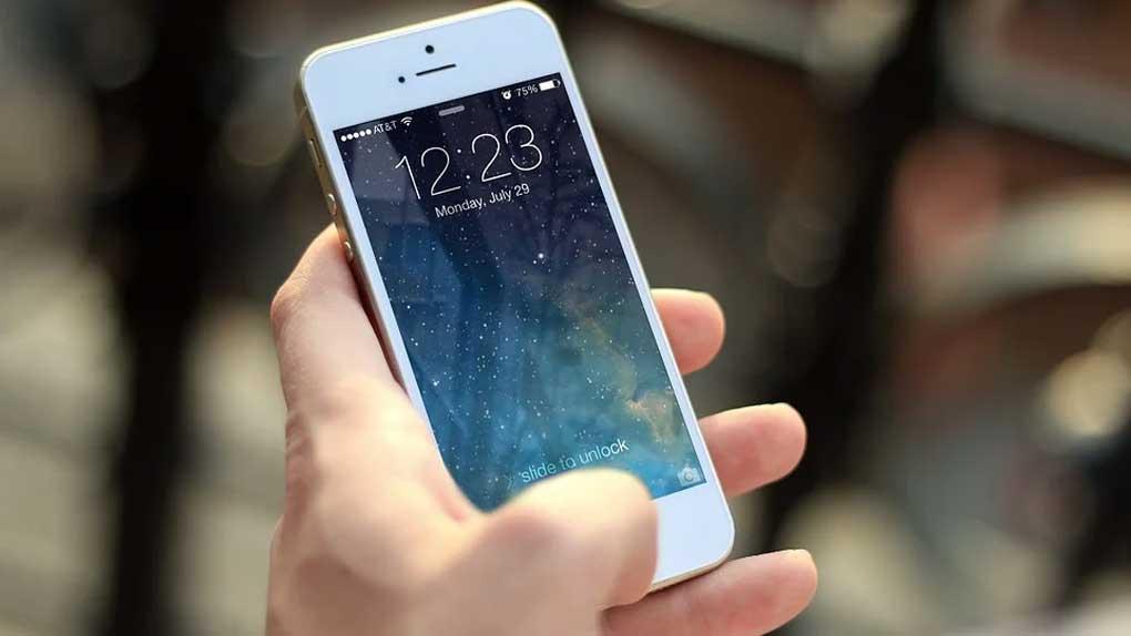 Schrems är på gång igen – Stämmer Apple för hemliga Iphone-kakor