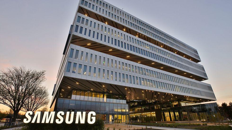Campus-Exterior-SamsungSign-1-e1493262997296
