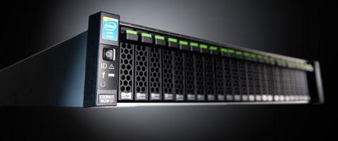 På den nya versionen av Eternus har man pressat in 24 ssd-diskar på vardera 400 GB
